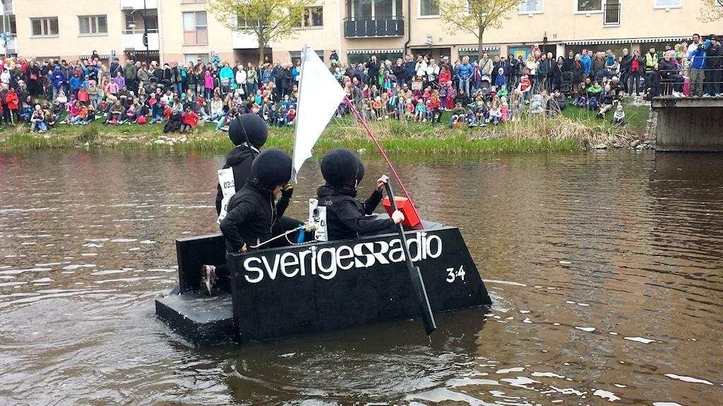 Nu är P4 Upplands flotte på väg! Foto: Mattias Persson/SR.
