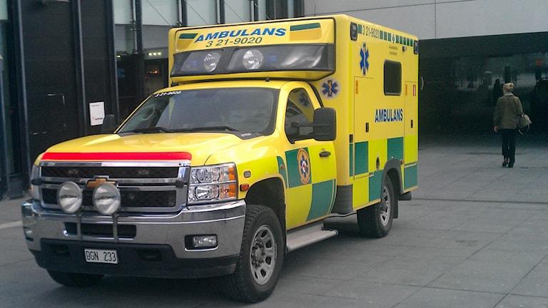 Ambulans på uppdrag (arkivbild). Foto: August Bergkvist/Sveriges Radio