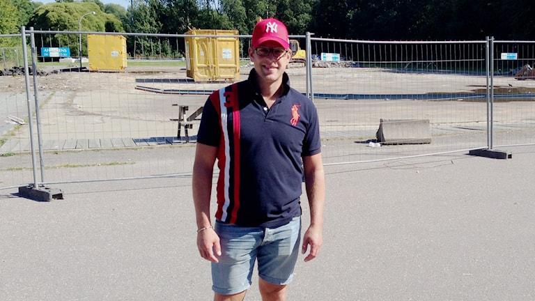 Den nya hallen är efterlängtad menar Marcus Krantz, som är ungdomsansvarig för Enköping SK Hockey. Foto: Tomas Magnusson/SR.