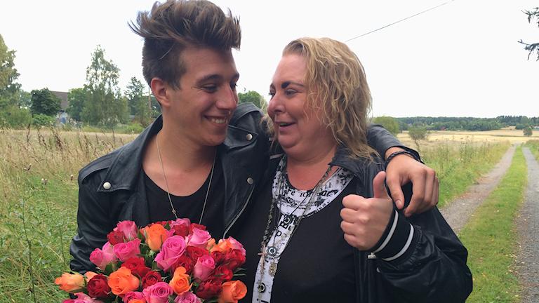 Michael Fannon och hans mamma Jessika. Foto: David Hellgren/SR