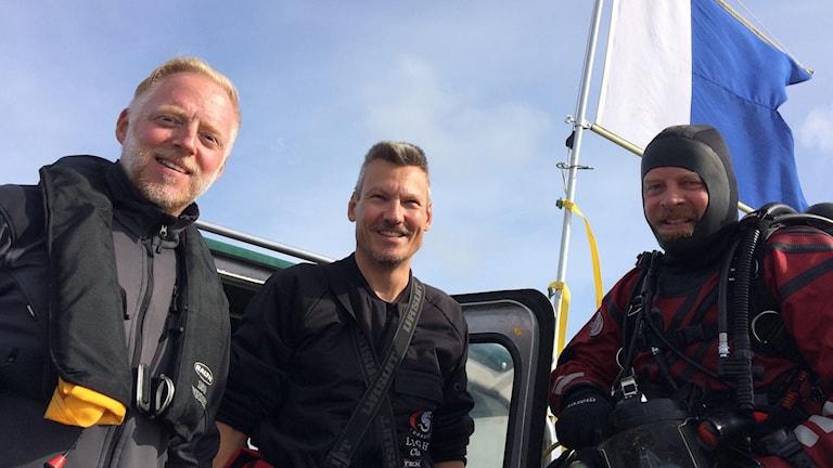 Jens Lindström, Mikael Fredholm och Jim Hansson som är marinarkeologer vid Sjöhistoriska museet. Foto:Stefan Hesserud-Persson / SR