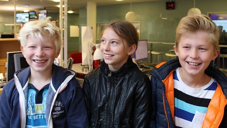 Jesper, Molly och Oskar. Foto: Nils Engvall/Sveriges Radio