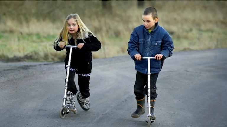 Barn åker sparkcykel. Model released. Foto: Claudio Bresciani/SCANPIX