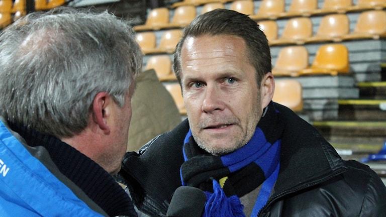 Sirius vd Ola Andersson intervjuas av P4 Upplands Christer Andersson.