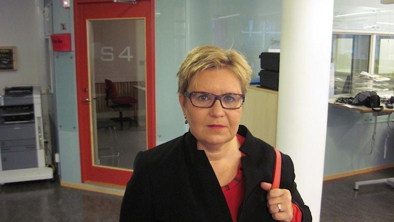 Inger K. Holmström är dotter till den 87-åriga kvinnan. Foto: Mårten Nilsson / Sveriges Radio