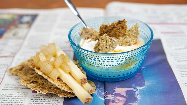 Christinas frökex kan både ätas som knäckebröd och användas som flingor i yoghurten. Foto: Christina Jansson