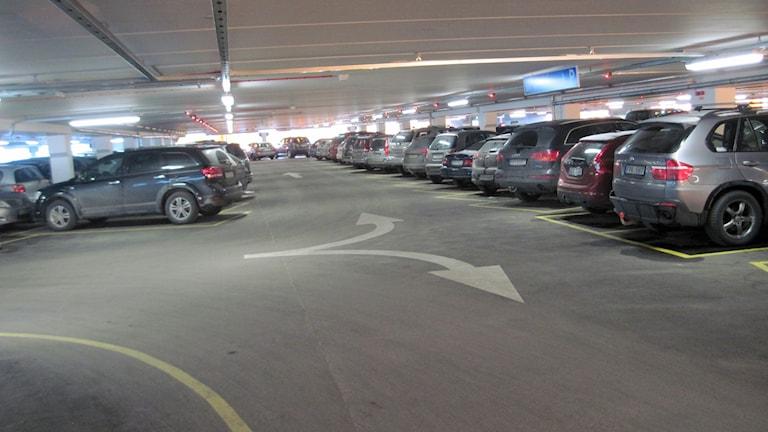Det överfulla parkeringsgaraget vid Akademiska sjukhuset. Foto: Mårten Nilsson/Sveriges Radio