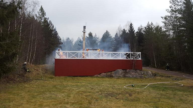 Ett HVB-hem brann ned utanför Vänge. Foto: Mattias Persson/Sveriges Radio