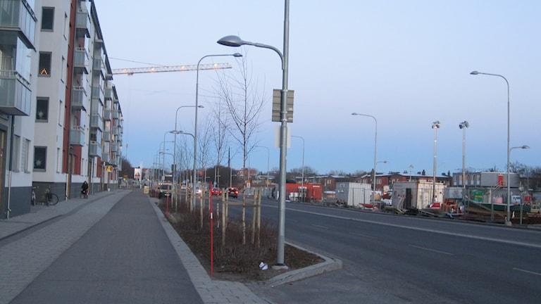 Det byggs nya bostadskvarter vid Råbyvägen i Uppsala.
