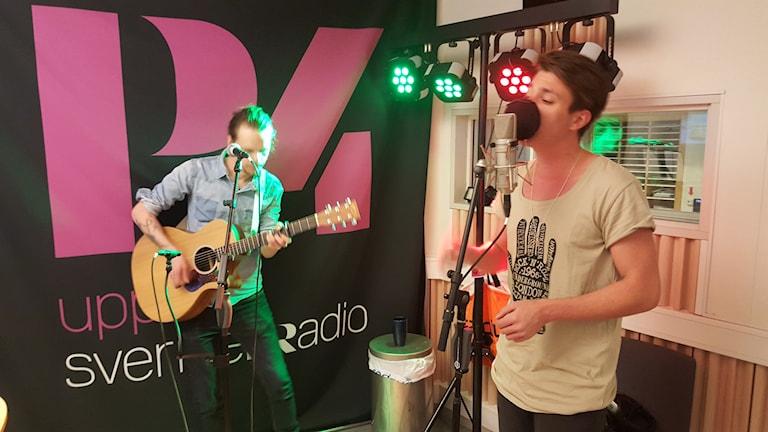 Michael Fannon live i studion. Foto: Mattias Persson/Sveriges Radio