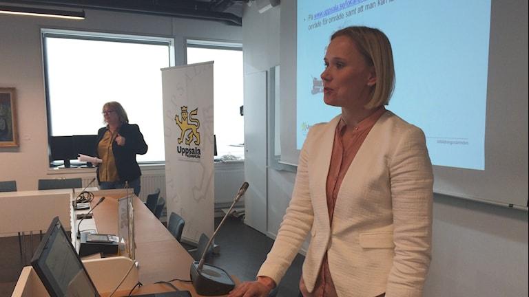 Caroline Andersson (S) presenterar planen för skollokaler. Foto: Martin Hult/Sveriges Radio