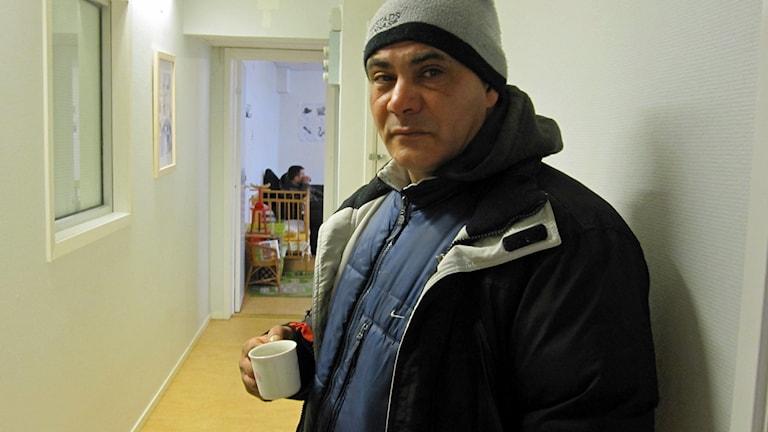 Florin Mítala, i Crossroads lokal i Uppsala, säger att han har ont i tänderna.