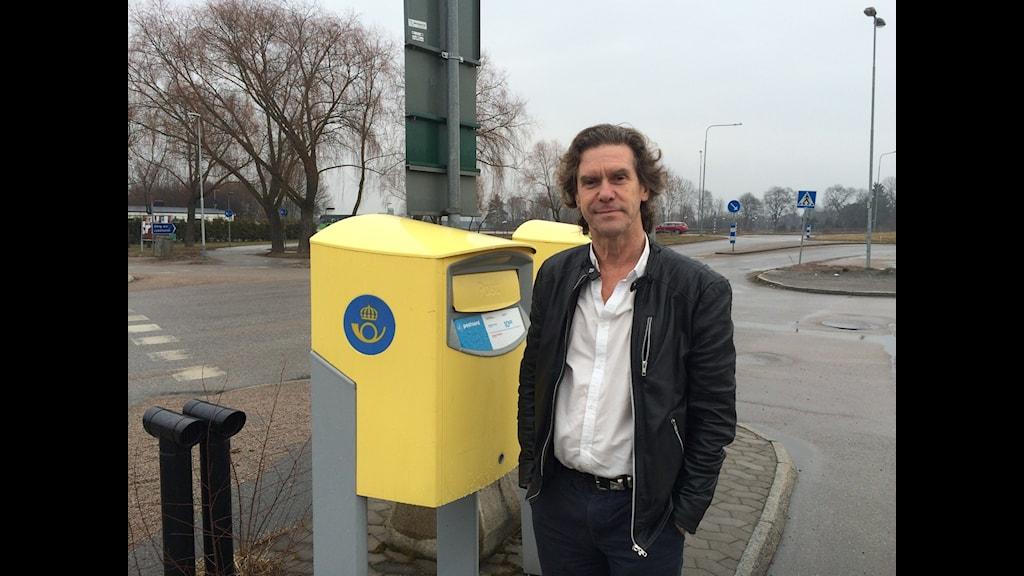 Leif Rydell tycker postlådan töms för tidigt i Sävja