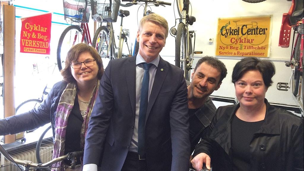 Maria Gardfjell (kommunalråd MP), Per Bolund (finansmarknadsminister MP), Hesam Rashid (cykelreparatör), Marlene Burwick (kommunalråd S)