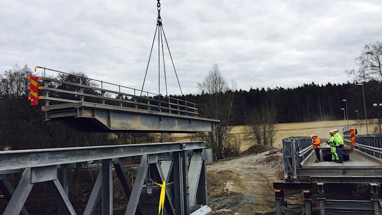Den provisoriska Flottsundsbron testlyfts.