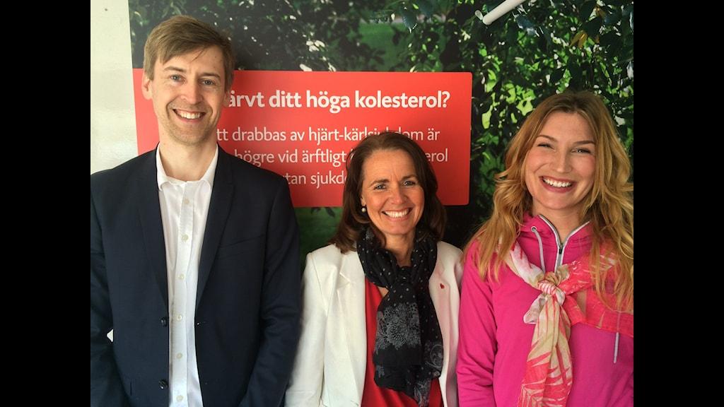"""Emil, Anna och Madeleine jobbar med  """"Kolla kolesterolet""""  turnén i Uppsala"""