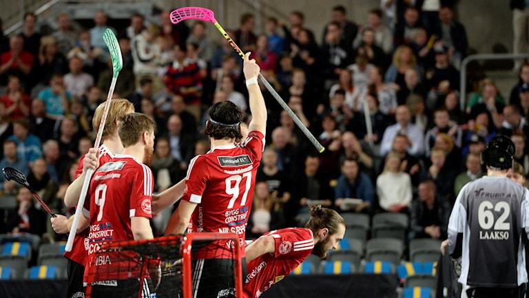 Jubel efter Albin Sjögrens 1--0 i SM-finalen 2016 mellan Storvreta och Linköping.