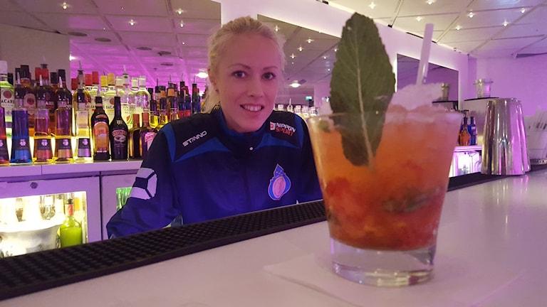 Sandra Godvik, VM-aktuell i thaiboxning och bartender. Foto: Mattias Persson/Sveriges Radio