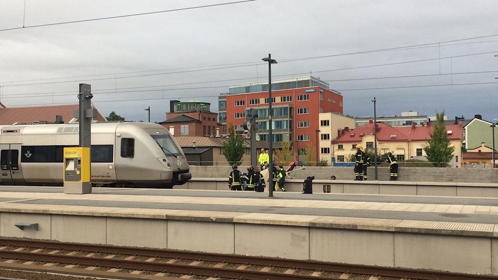 Räddningstjänst vid tågolyckan vid Uppsalas tågstation