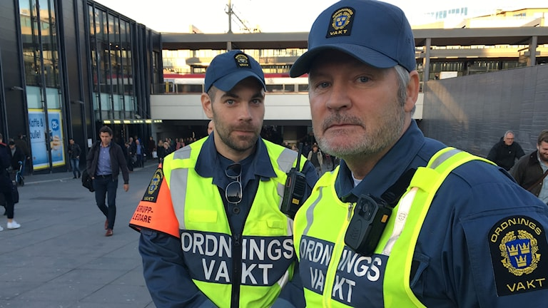 De kommunala ordningsvakterna Jonny Helmefors och Micael Larsson.