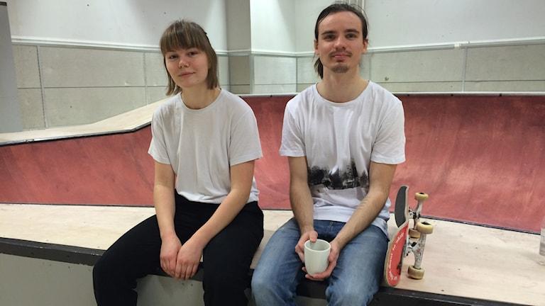 Elisa och Sebastian på allaktivitetshuset Allis i Uppsala.