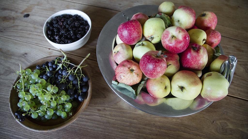 Äpplen i en skål