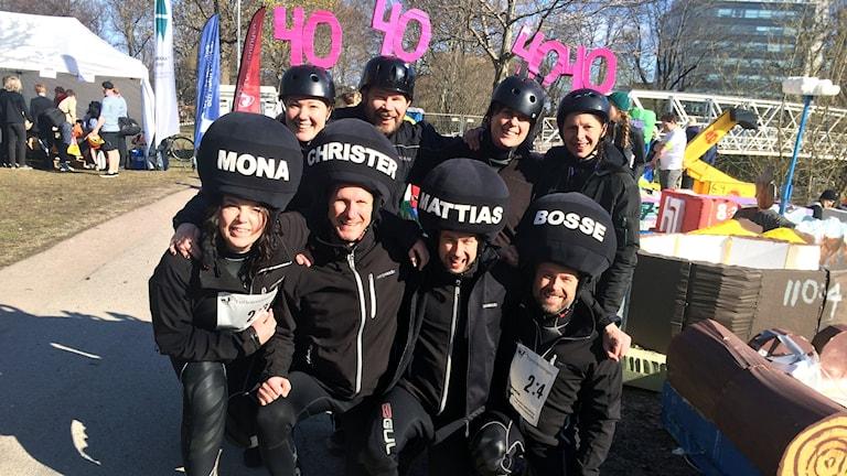Programledarna Mona, Christer, Mattias och Bosse tillsammans med lyssnarna Sofia, Karolina, Elleonor och Christopher.