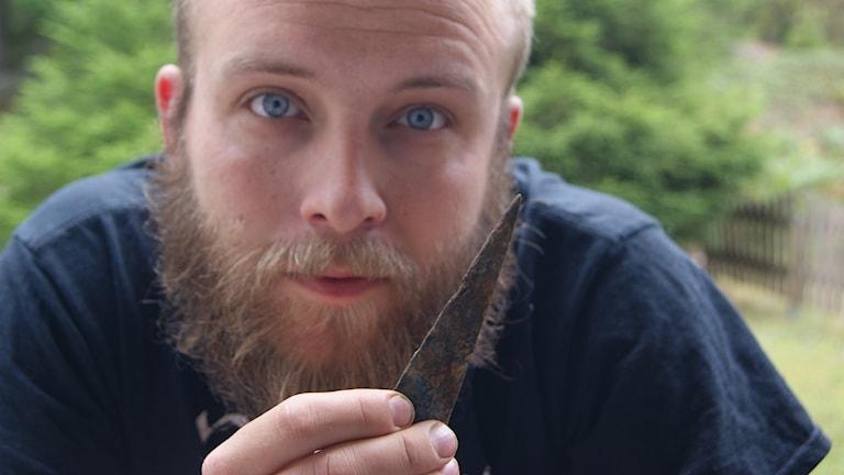 Niklas Larsson fick upp ett vikingavapen från botten av Fyrisån.