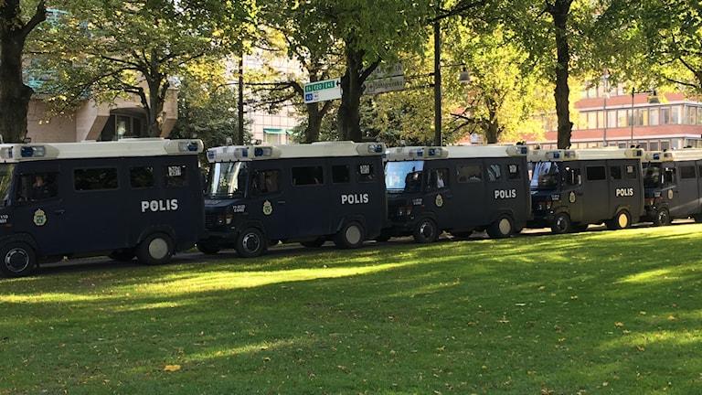 Polisbilar vid NMR's demonstrationer i Göteborg.