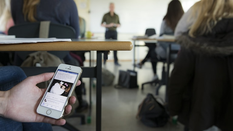 KD i Uppsala vill ha mobilförbud i skolorna.