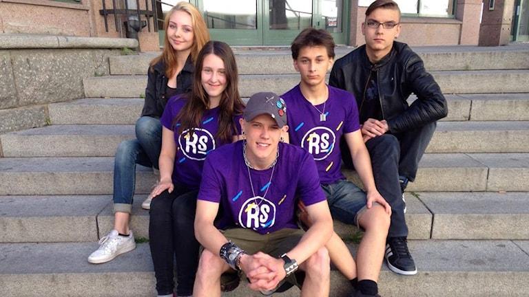 Victor Jodén med vänner som styr upp gratis utomhusbio i Uppsala.