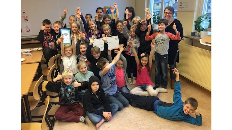 Klass 2 i Skuttunge skola vinner Sopkampen