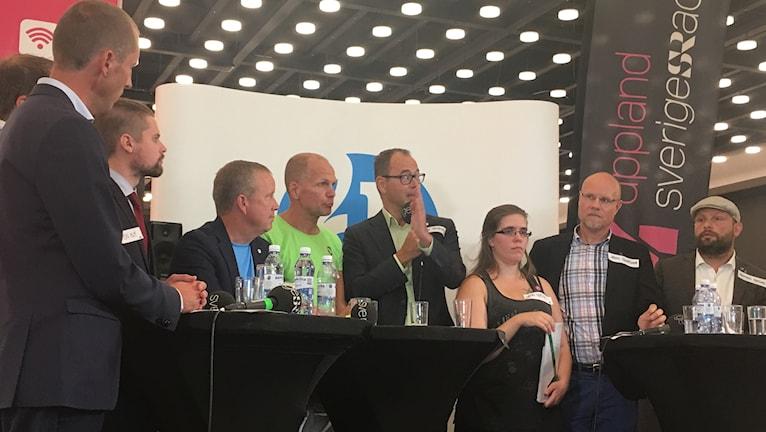 Debatt pågår i Uppsalas galleria Gränbystaden.