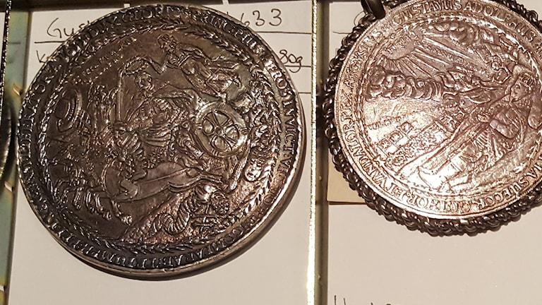 Minnesmedaljer från 1600-talet. Foto: Mattias Persson/Sveriges Radio