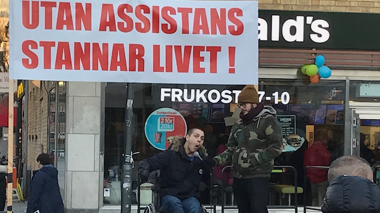 Människor med funktionshinder protesterade på lördagen i Uppsala. Foto: Saija Jonsson