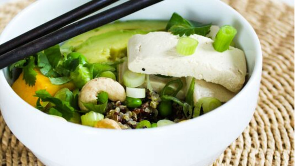 Quinoa poké bowl