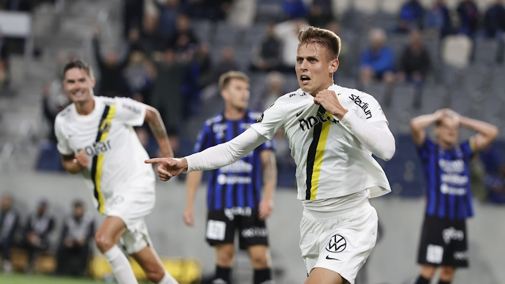 AIKs Bojan Radulovic Samoukovic jublar efter sitt 0-1-mål under måndagens fotbollsmatch i allsvenskan mellan IK Sirius FK och AIK på Studenternas.