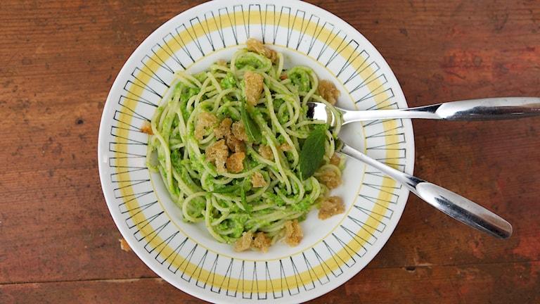 Grönärtspesto med pasta.