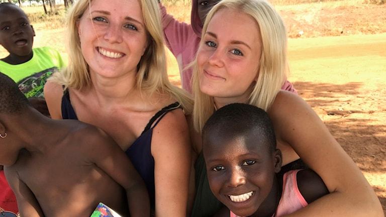 Madeleine Nordström och Isabel Widman, 22, driver ett barnhem i Ghana