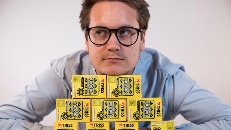 Jakob Vastamäki har köpt trisslotter för 30 000 kronor.