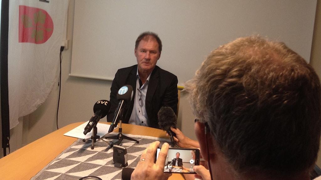 Bengt-Olov Eriksson på pressträffen då han meddelade sin avgång.
