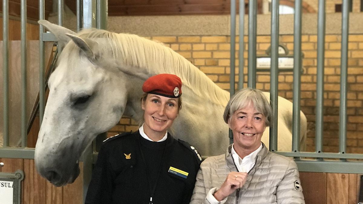 Helen Falk kårchef och Lena Linn generalsekreterare föerningen beridna högvakten