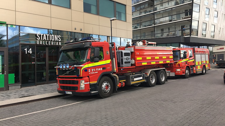 Räddningstjänst på plats utanför kommunhuset i Uppsala.