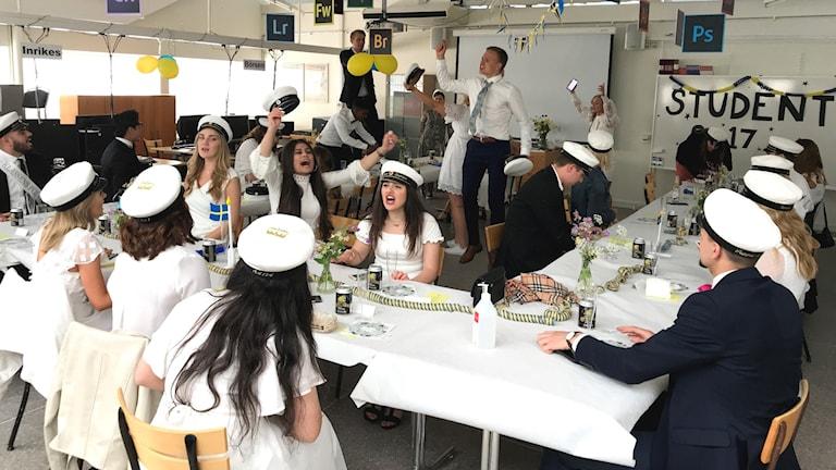 Enköpingsklassen firar sin student.