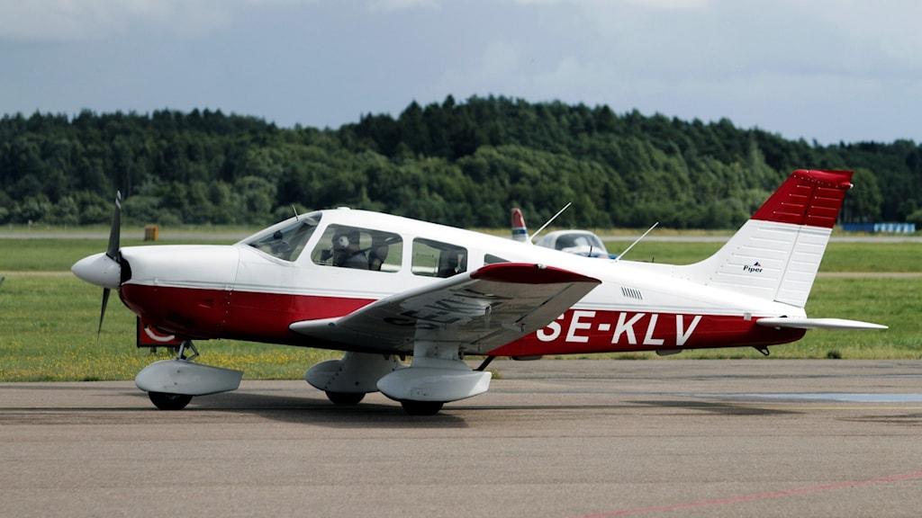 Arkivbild på ett flygplan som lyfter från en flygplats. Flygplanet används för att spana efter skogsbränder.