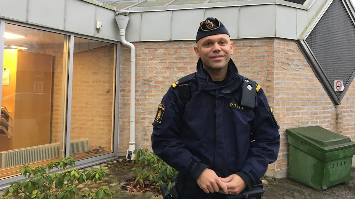 polis utanför polishus
