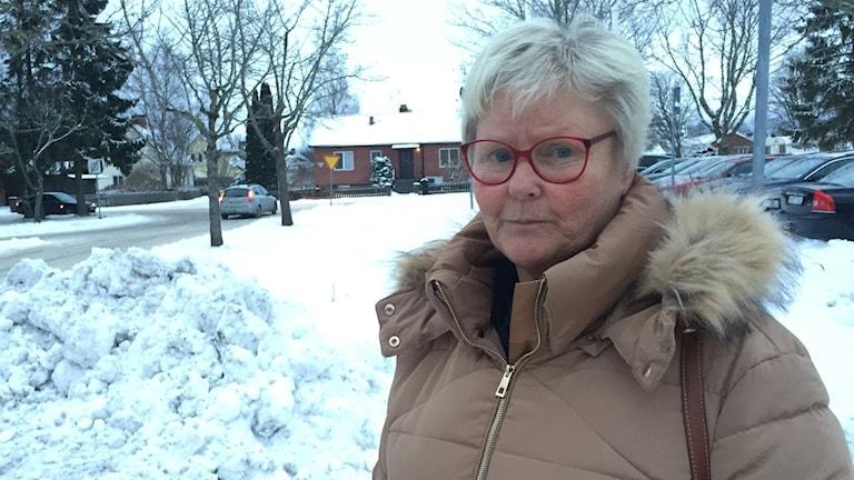 Lena Österdahl bor på fel sida kommungränsen och får inte rösta om slutförvaret.