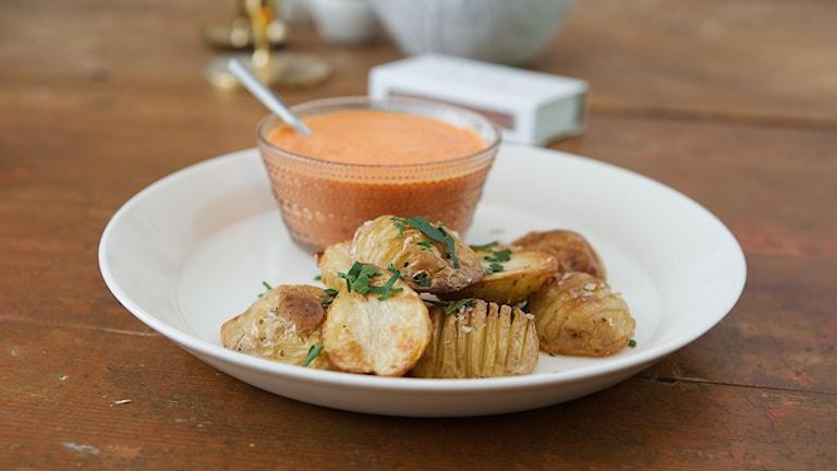 Ugnsrostad potatis med salt och vinäger.