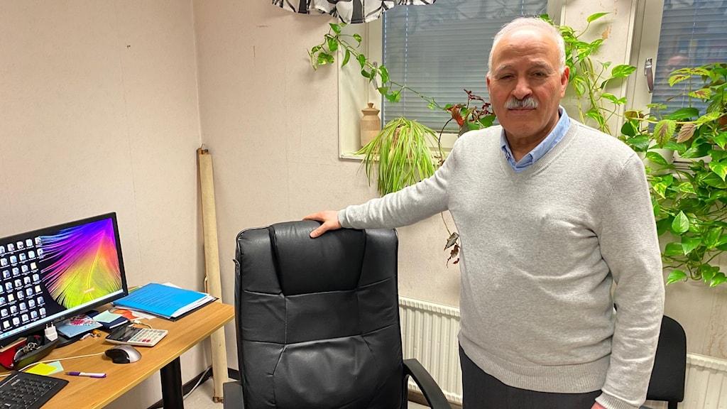 Amil Sarsour vid sin arbetsplats på SIU, samarbetsorganisationen för invandrarföreningar i Uppsala.