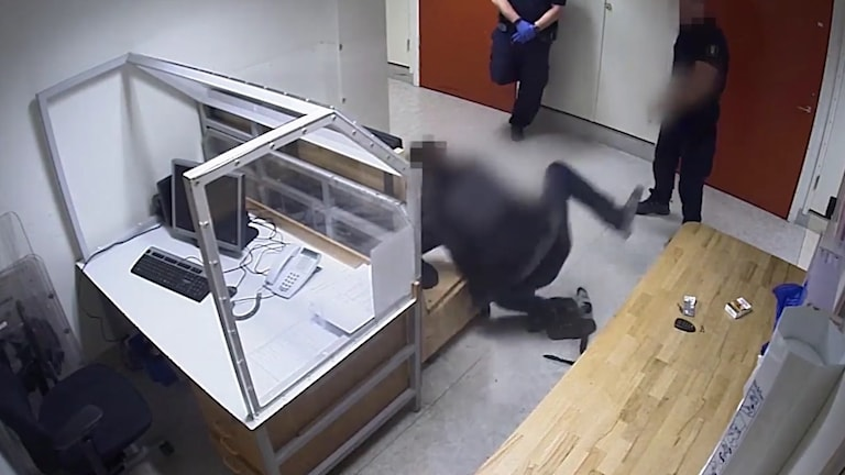 Händelsen ägde rum på arresten i polishuset i Uppsala 16 november.